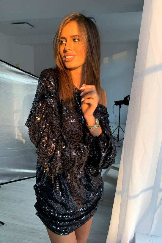 KNITTED DRESS WITH BLACK SEQUINS | SHEILA AW20