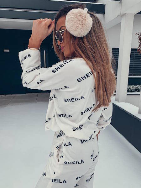 WHITE VELVET SWEATSHIRT WITH BLACK LETTERS | SHEILA AW20
